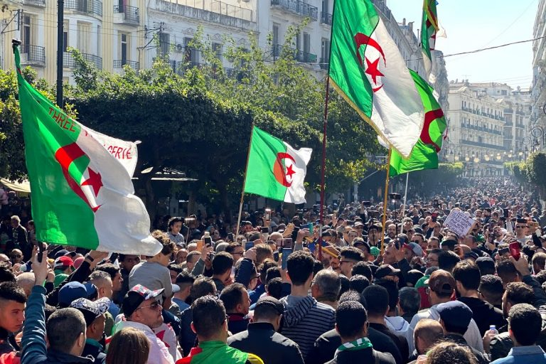 «Généraux à la poubelle, l'Algérie sera indépendante» : la nouvelle révolution algérienne comme moment fanonien ou Penser le Hirak algérien à travers Fanon – Partie 2